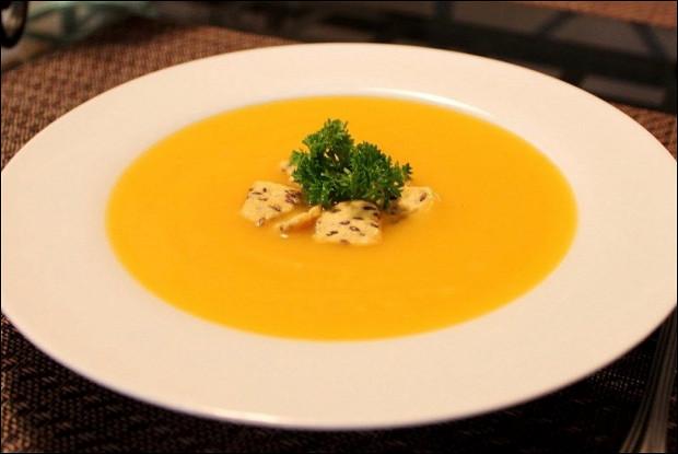 Тыквенный суп с пшеничными сухариками