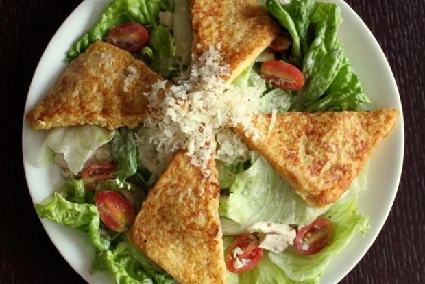 Салат «Цезарь» с французским тостом