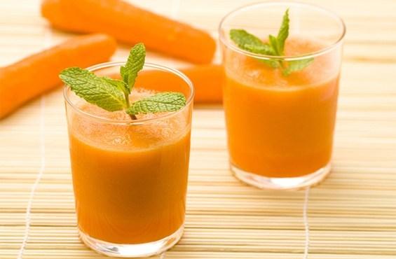 Смузи с сельдереем, морковью и яблоком