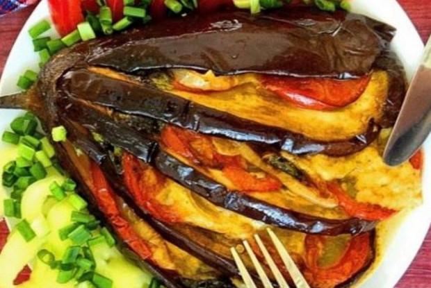 Баклажаны, запеченные с индейкой и овощами
