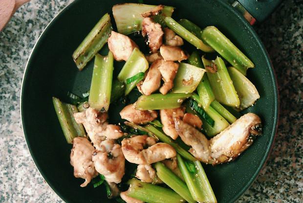 Курица жареная с сельдереем по рецепту Марты Стюарт