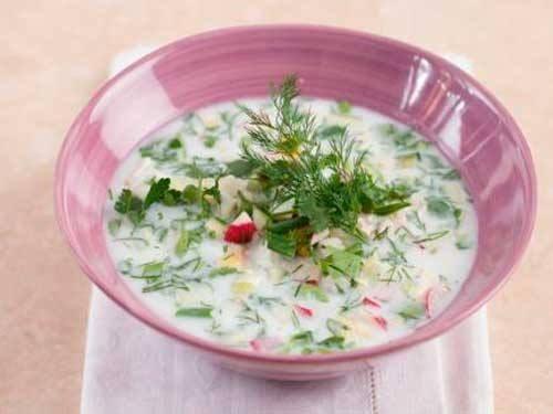 Холодный суп из простокваши с зеленью и ветчиной