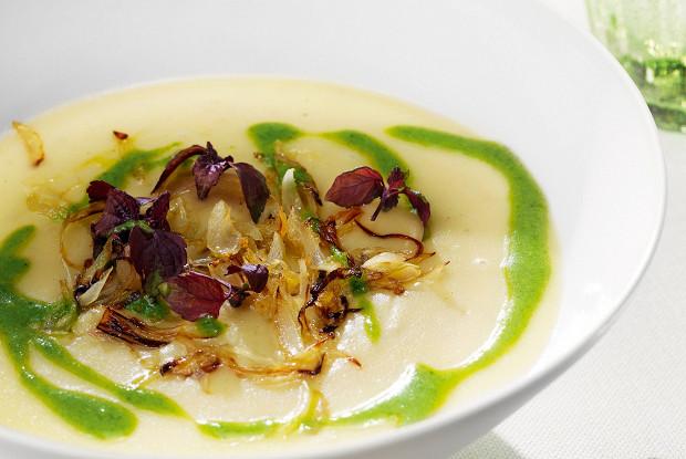 Картофельно-чесночный суп с щавелевым песто
