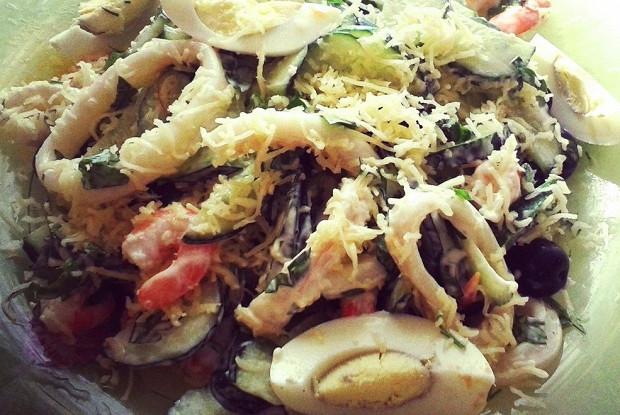Салат морской с сыром и зеленью