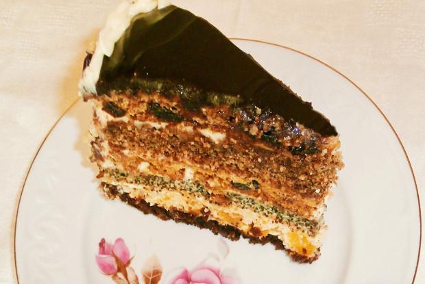 Сметанный торт с маком и сухофруктами