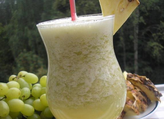 Виноградный смузи с зеленым чаем