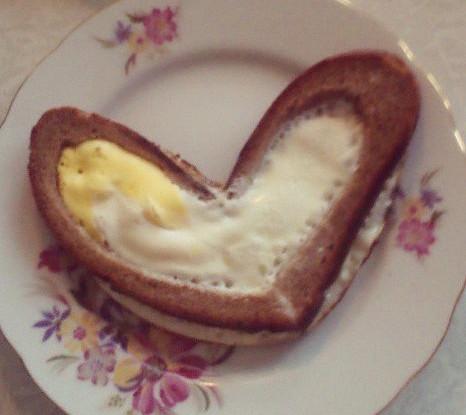 Яйца в тостах
