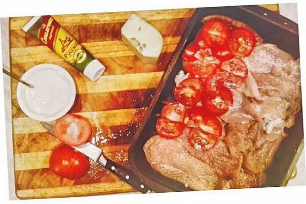 Курица под сметано-горчичным соусом в духовке