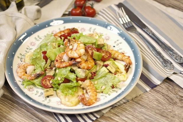 Салат с креветками и авокадо в мультиварке
