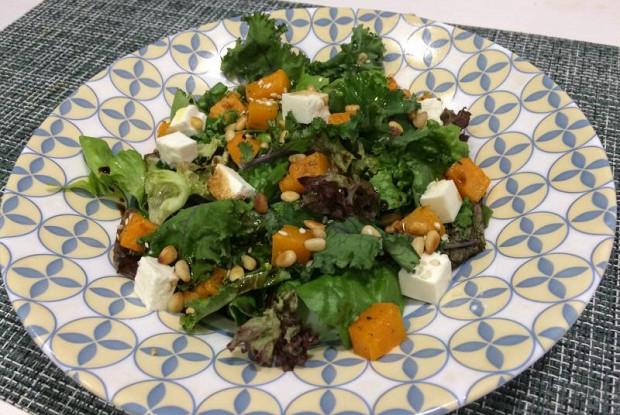 Теплый салат с тыквой и брынзой под бальзамической заправкой