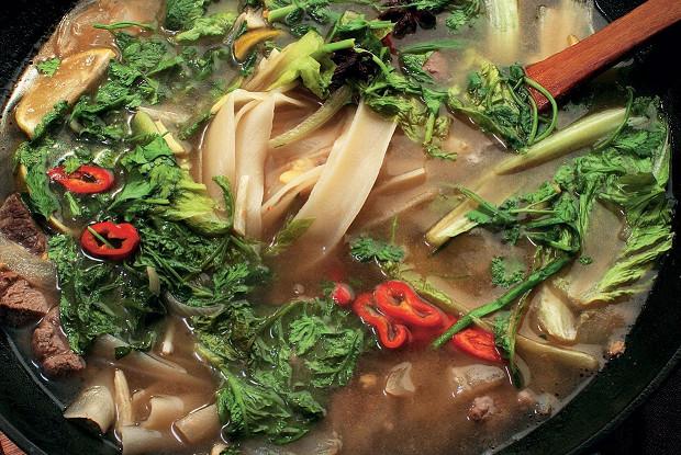Суп с рисовой лапшой и бараниной