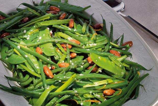 Кенийская фасоль и горошек с миндалем и цитрусовым соусом