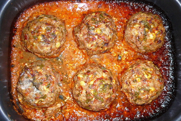Ежики из рубленого мяса и риса с яичной начинкой