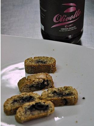 Миндальное печенье со сладкими оливками