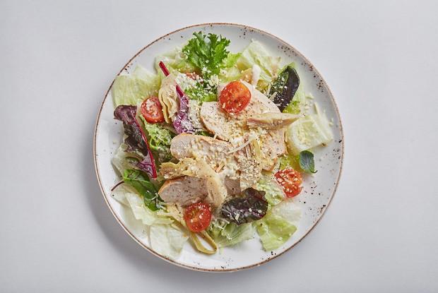 Салат с цыпленком и артишоком