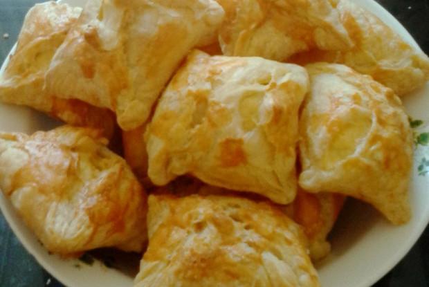 Хачапури с сыром сулугуни и яйцом