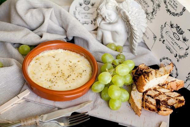Плавленый сыр проволоне с орегано