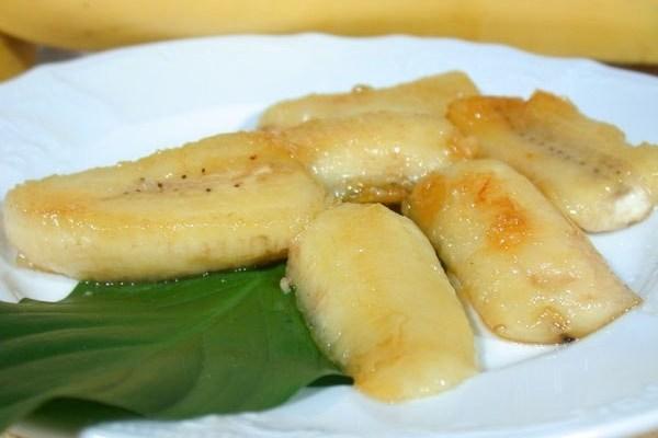 Бананы в карамели из сахара