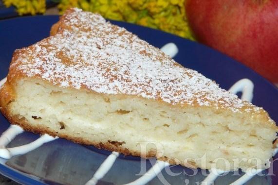 Сочный манно-яблочный пирог