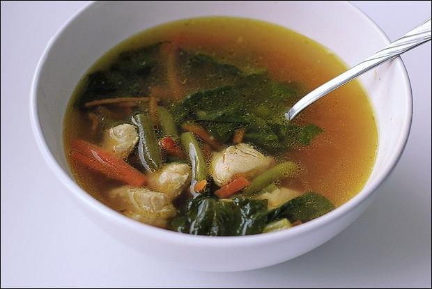 Куриный суп со стручковой фасолью и шпинатом