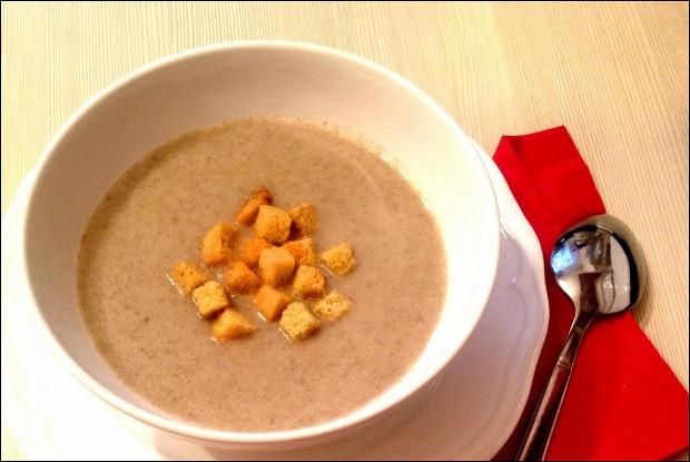Крем-суп из шампиньонов с сухариками
