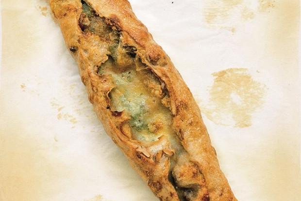 Хлеб с горгонзолой и грецким орехом