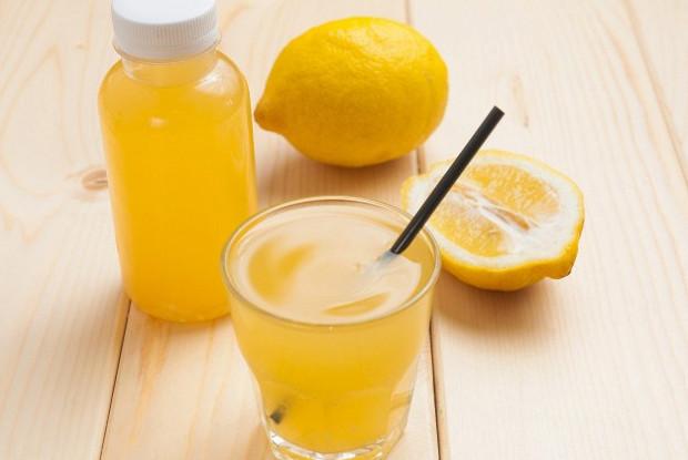 Лимонад с имбирем и розмарином