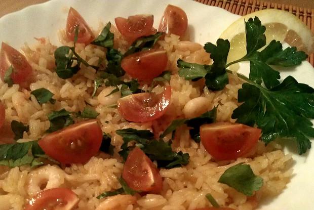 Жаренный рис с креветками и петрушкой