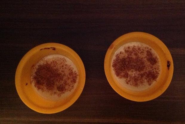 Десерт из топленого молока и корицы
