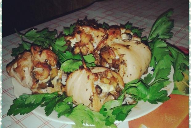 Рулетики из куриной грудки, грибов и адыгейского сыра
