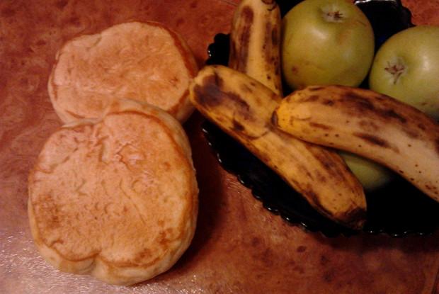 Булочки дрожжевые с бананом и яблоком