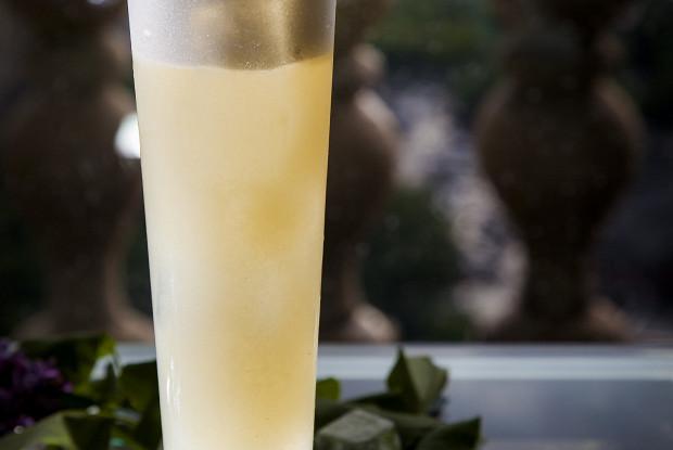 Коктейль «Силуэт нежности» от шеф-бармена Mercedes bar Артема Аверина
