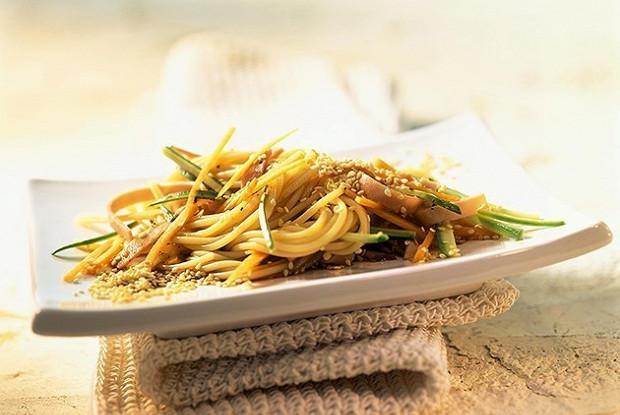 Спагетти с кунжутом