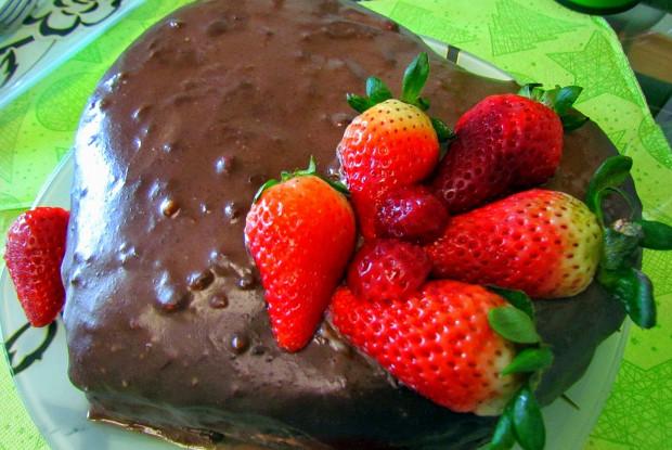 Торт «Шоколад и клубника»