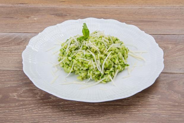 Зеленое ризотто со шпинатом