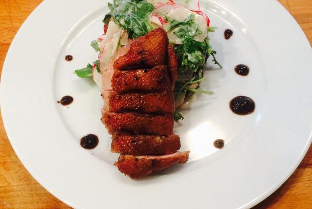 Утиные грудки с наршарабом и весенним салатом из редиса
