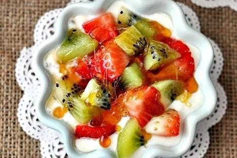Йогуртовый десерт с фруктами