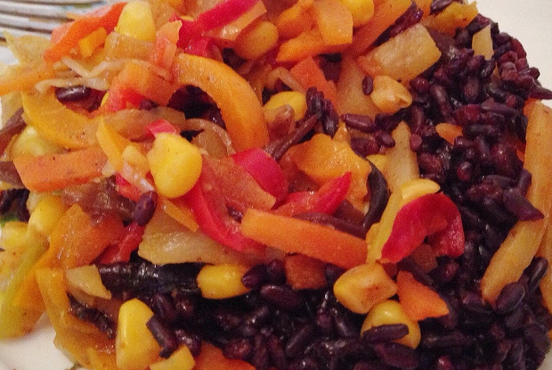 Черный рис с китайской заправкой