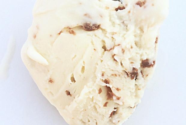 Мороженое с бейлисом, бренди и крошкой молочного шоколада
