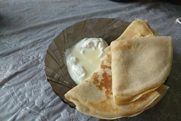 Тонкие блины на молоке со сливочным маслом