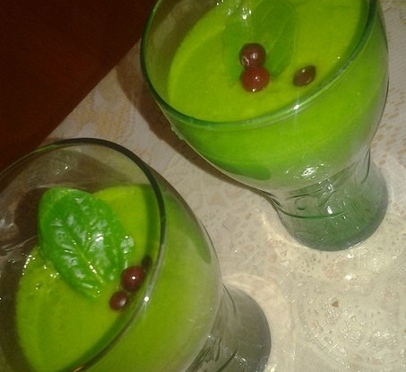 Зеленый смузи со шпинатом и имбирем