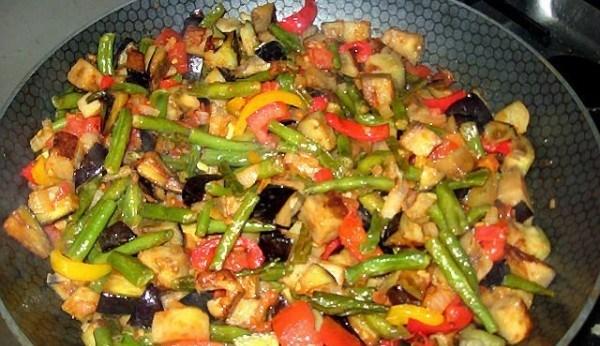 Тушеные овощи в соусе
