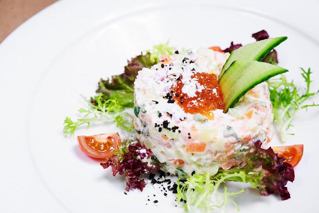 Салат оливье с лососем от ресторана