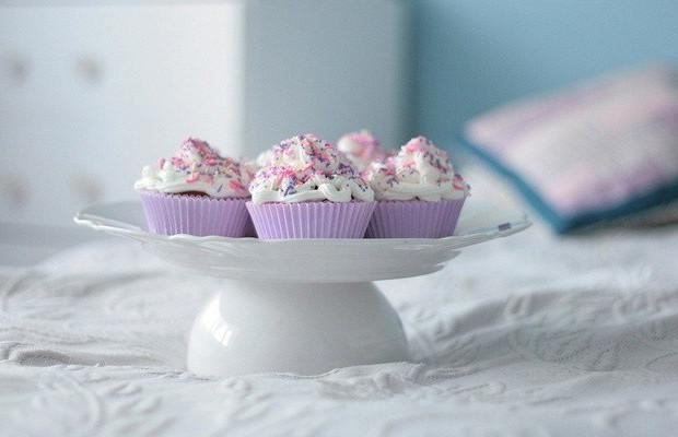 Ягодные кексы в формочках с белым шоколадом