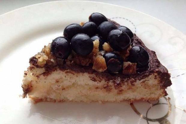 Торт с виноградом и грецкими орехами