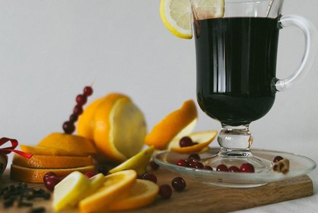 Глинтвейн с фруктами и специями
