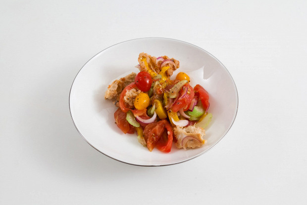 Салат из трех видов помидоров