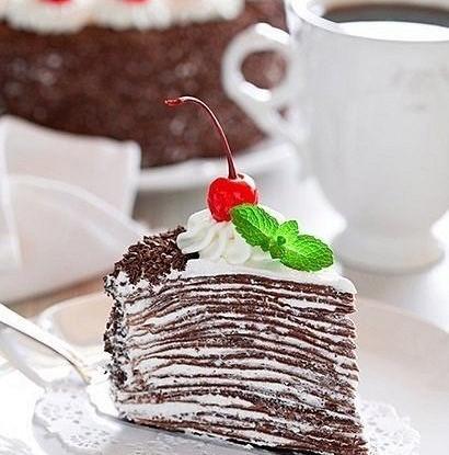 Торт из шоколадный блинчиков со сливочно-шоколадным кремом