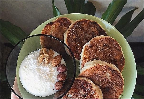 Сырники на рисовой муке с шоколадом и бананами
