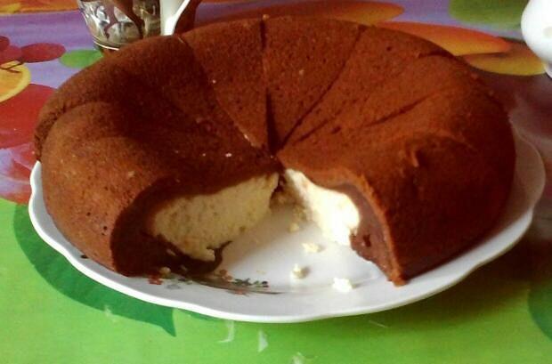 Двухслойный пирог «Ватрушка» в мультиварке